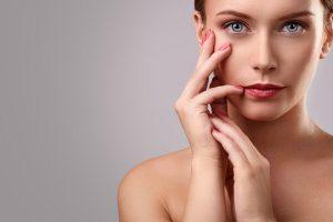 cremas para obtener efecto descanso en el controno de los ojos