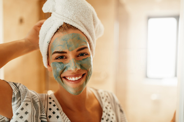 arcilla verde para reducir los granos de la cara